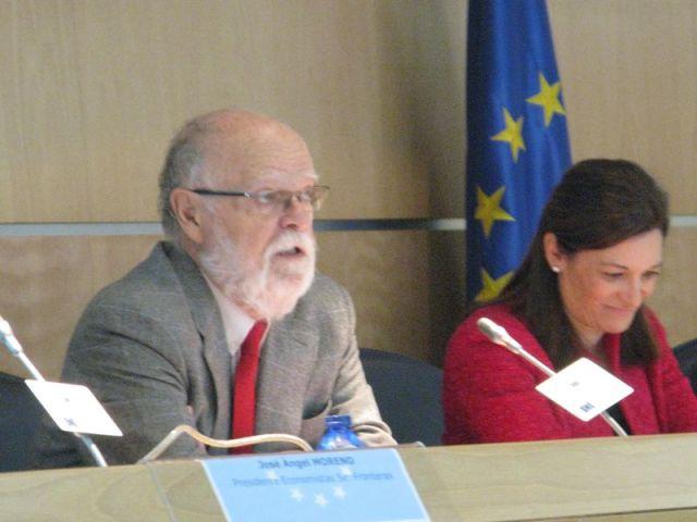 De izq a derecha: José Antonio Martín Pallín y Helena Ancos.