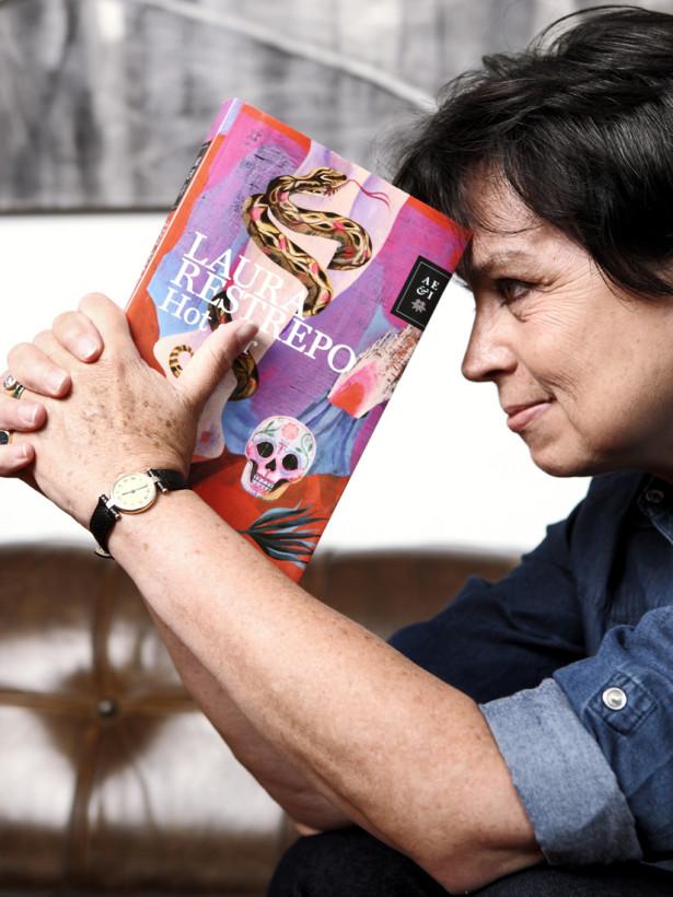 La novelista Laura Restrepo presenta su obra más reciente Hot Sur. Foto de Sebastián Jaramillo Matiz .