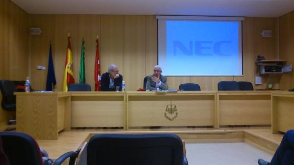 De izq a derecha: Jesús A. Núñez Villaverde, Codirector del Instituto de Estudios sobre Conflictos y Acción Humanitaria (IECAH) y Pedro Martínez Lillo.
