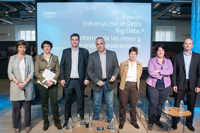 De izq a derecha: Lucía Álvarez, Rosa María Sainz, Francisco Manzanero, Rafael Luque, Mónica Martínez Walter, Elena Pisonero y David del Val.