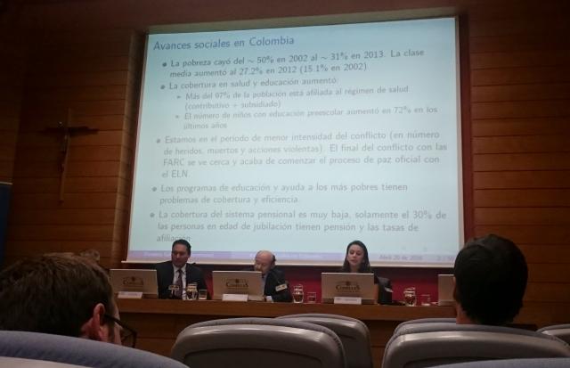 Ángela Fonseca Galvis durante su exposición en el seminario sobre Colombia.